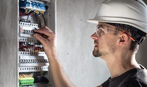 Electricien d'urgence, remplacement disjoncteur brulé - elec-assistance.fr